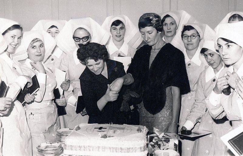1960s_cake cutting