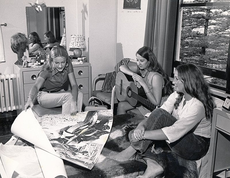 1970s_relaxing in quarters