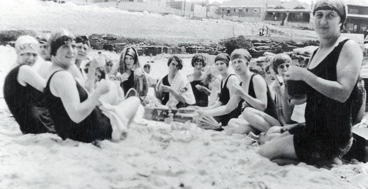 1920s_nurses on the beach