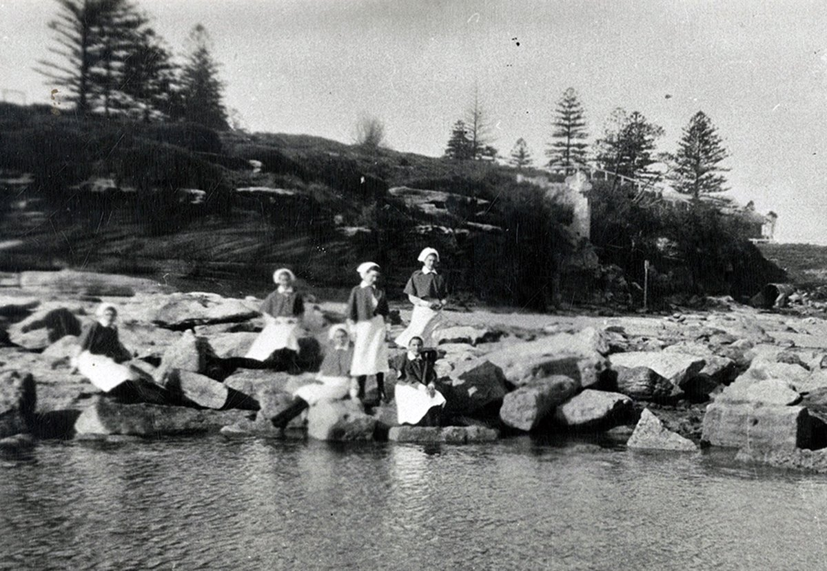 1950s_nurses on the rocks_in uniform_01