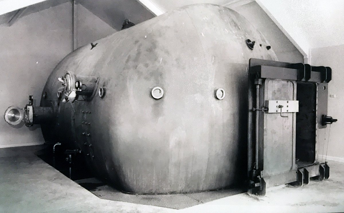 1969 hyperbaric chmber during building