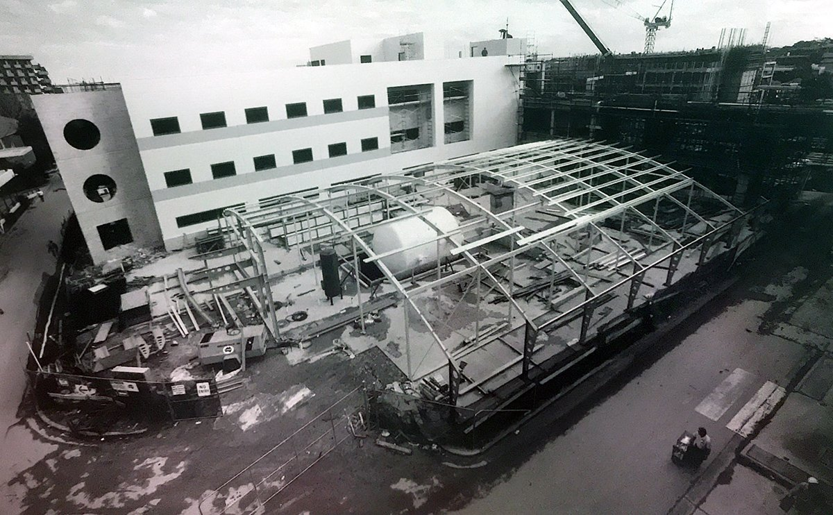 1995 installation of the new hyperbaric unit at prince of wales hospital